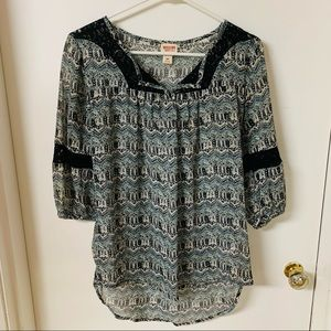 New Patterned Lace Accent Blouse